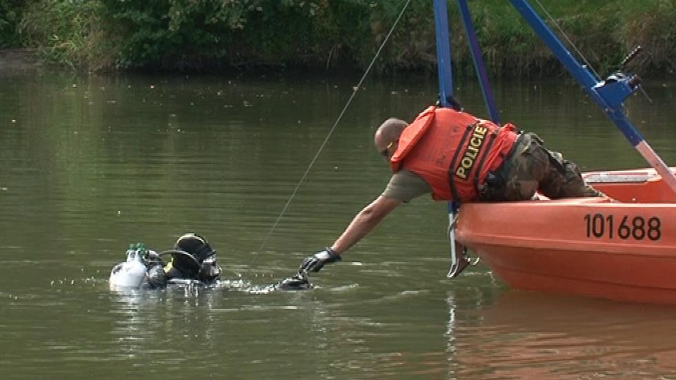 Cvičení policejních potápěčů