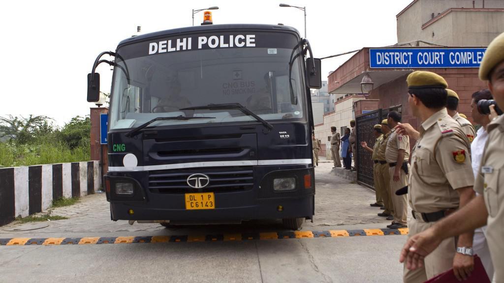 Převoz indických násilníků k soudu