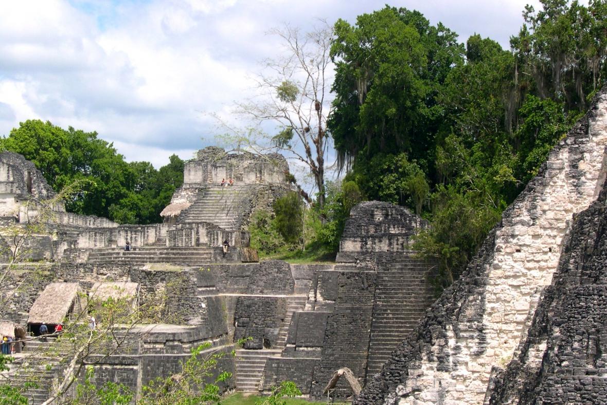 Mayské pyramidy v Guatemale
