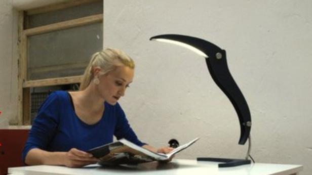 Stolní lampa ve tvaru velkého ptáka