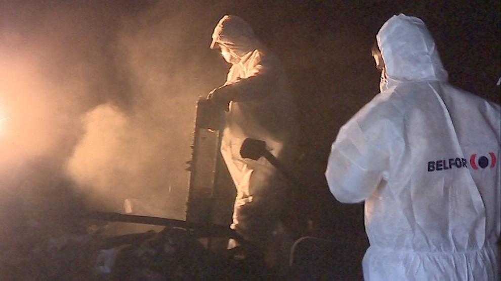 Vyklízení vyhořelého skladu elektroniky ve Zlíně