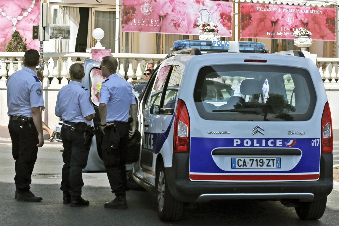 Krádež šperků v Cannes