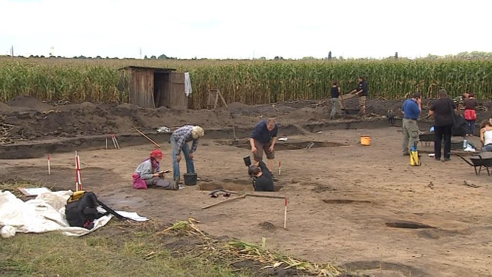 Archeologové zkoumají oblast Pohanska