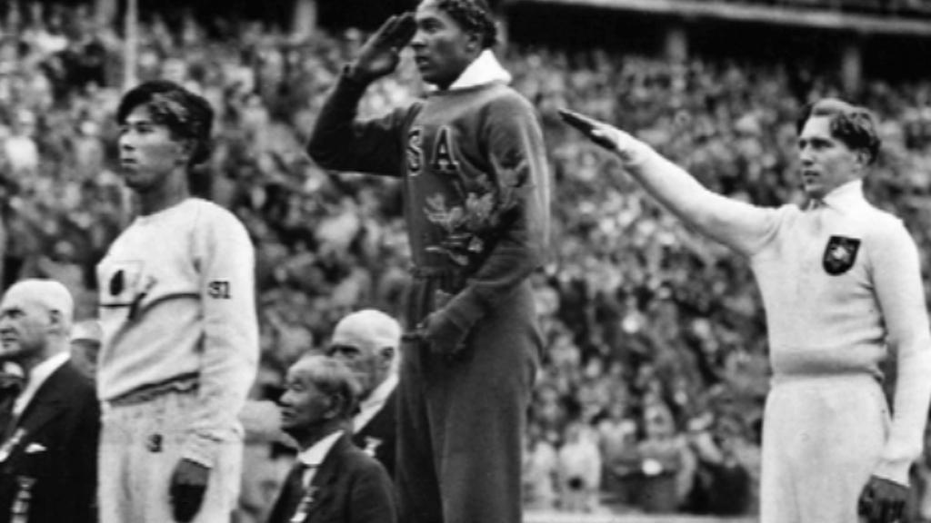 Jesse Owens na olympijských hrách v Berlíně