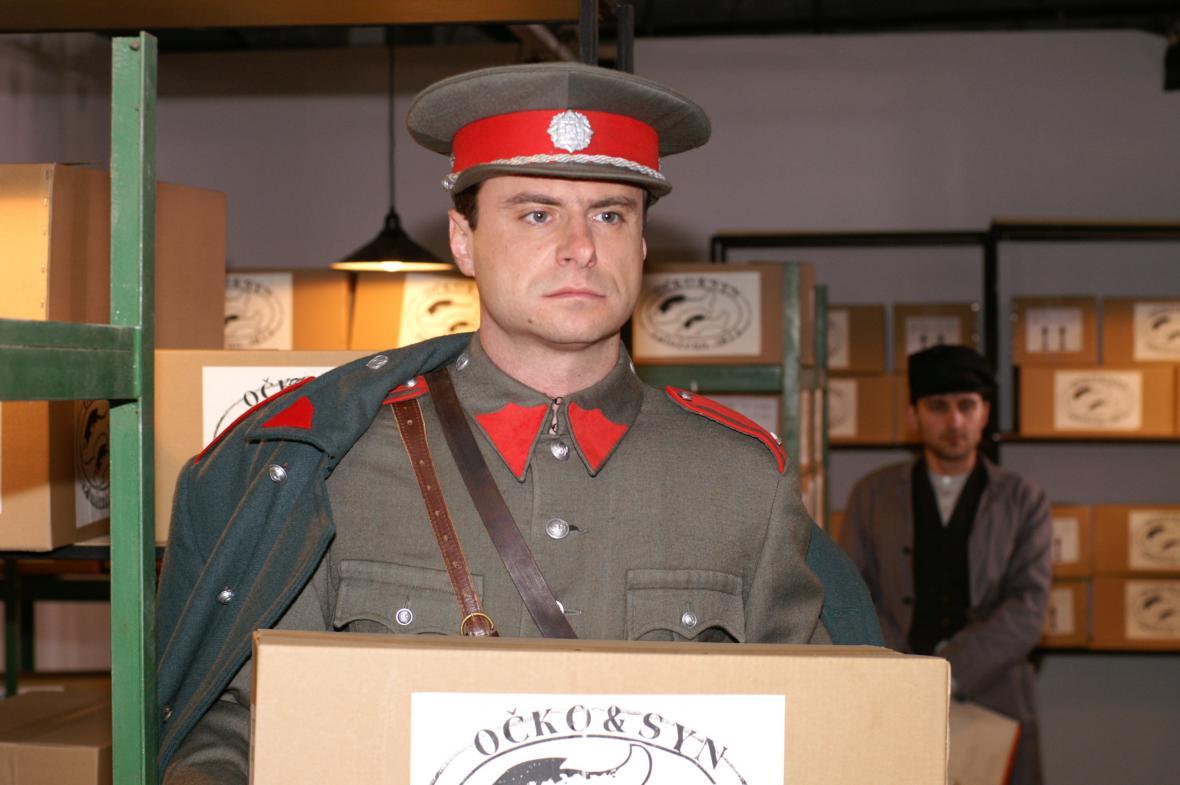 Martin Sláma jako strážmistr Karabela