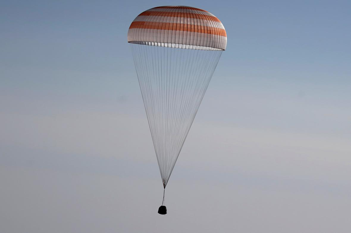 Přistání Sojuzu v kazašské stepi