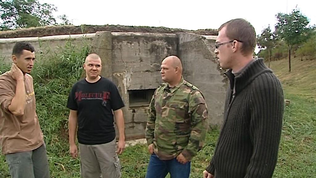 Skupina nadšenců u bunkru B-S 6