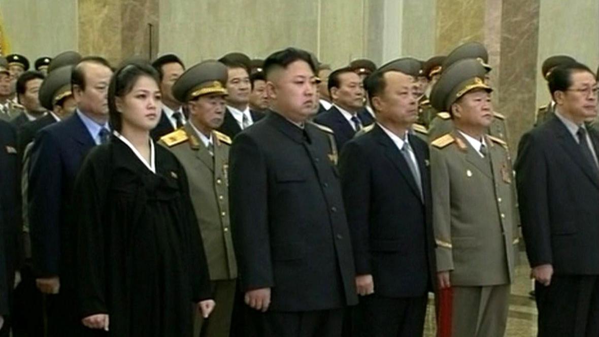 Manželka Kim Čong-una zřejmě s těhotenským bříškem
