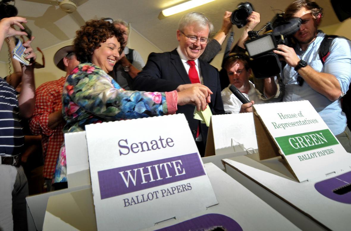 Kevin Rudd při volbách s chotí