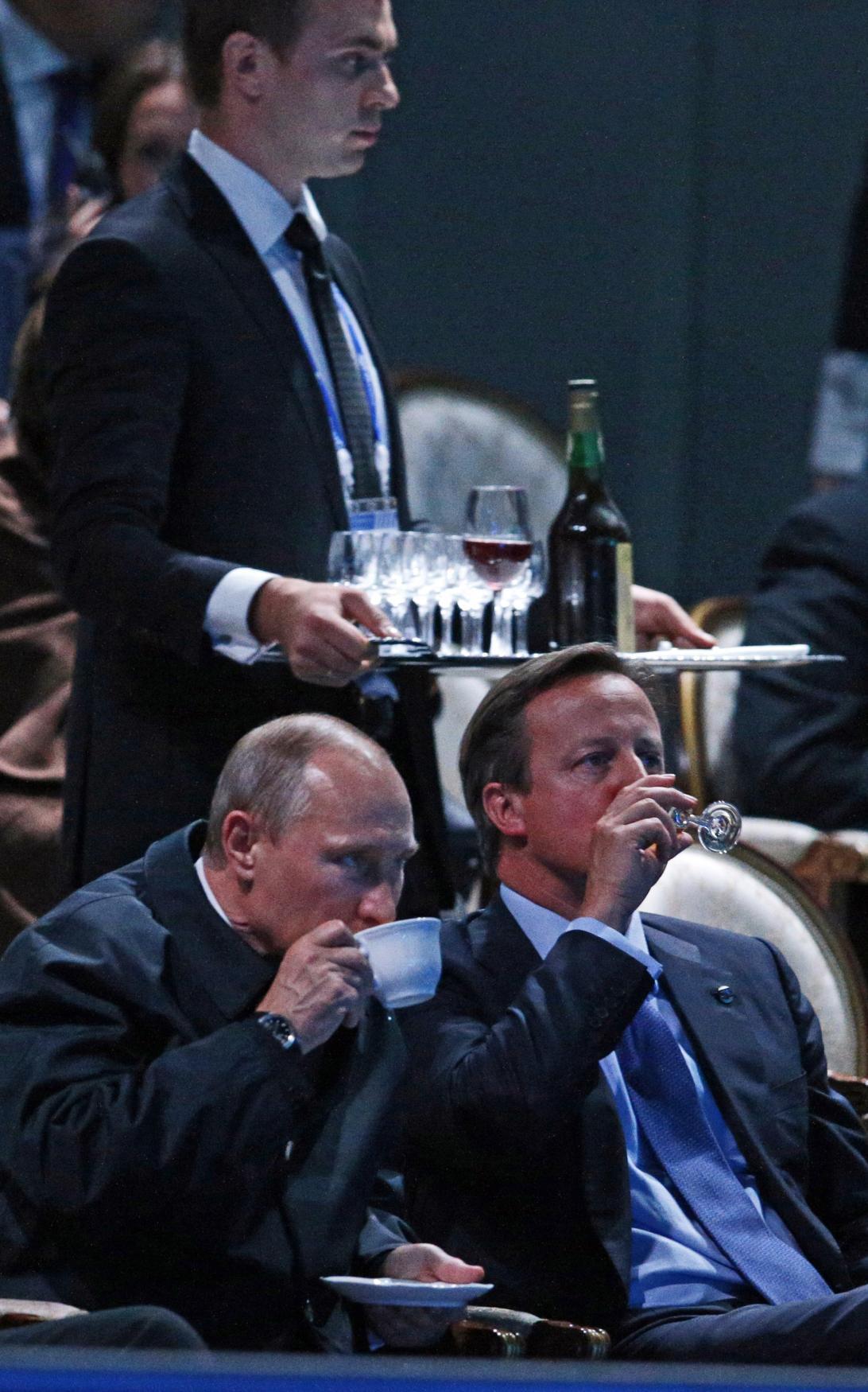 Putin a Cameron sledují noční představení