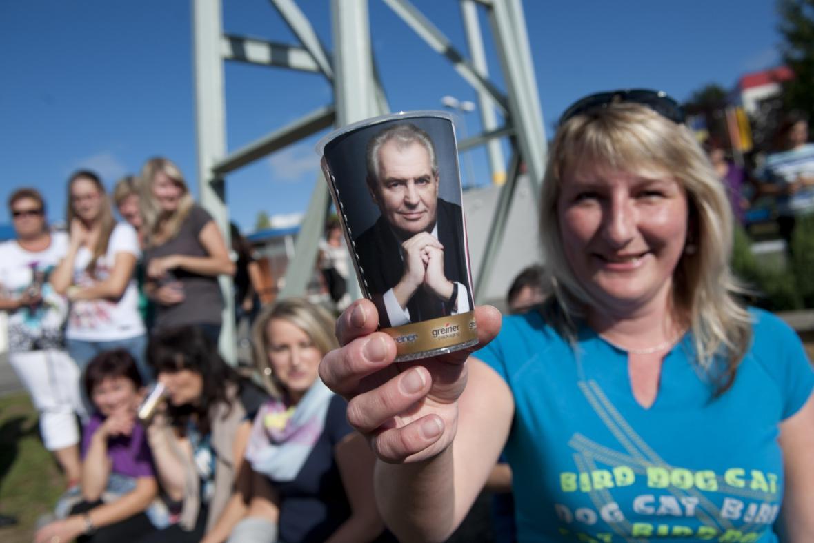 Kelímky s portrétem - dárek pro prezidenta Zemana