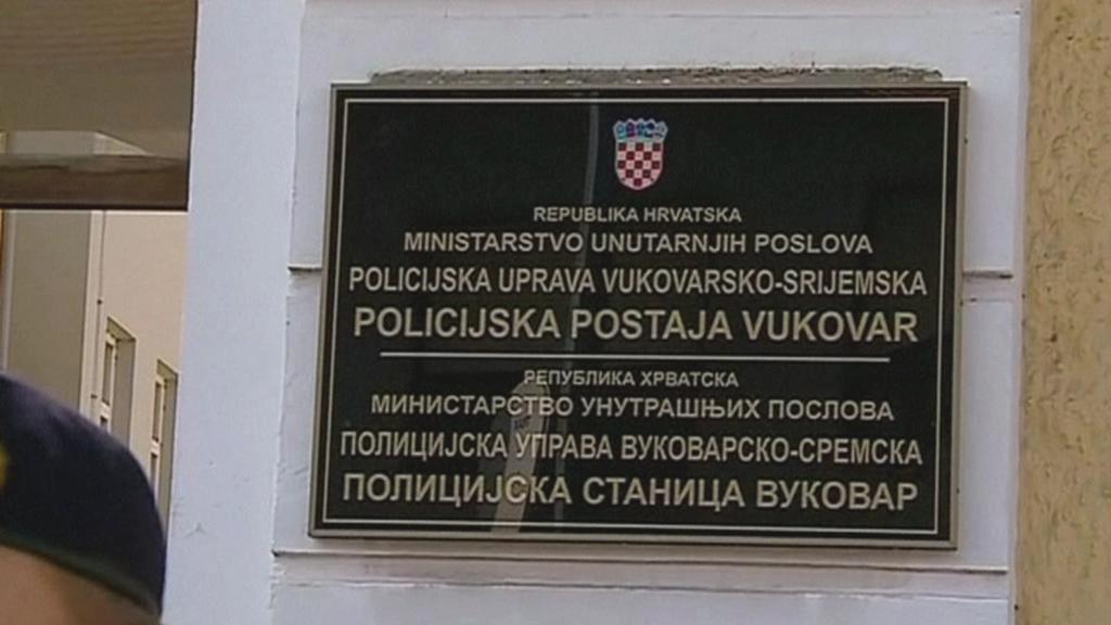 Dvojjazyčná cedule ve Vukovaru