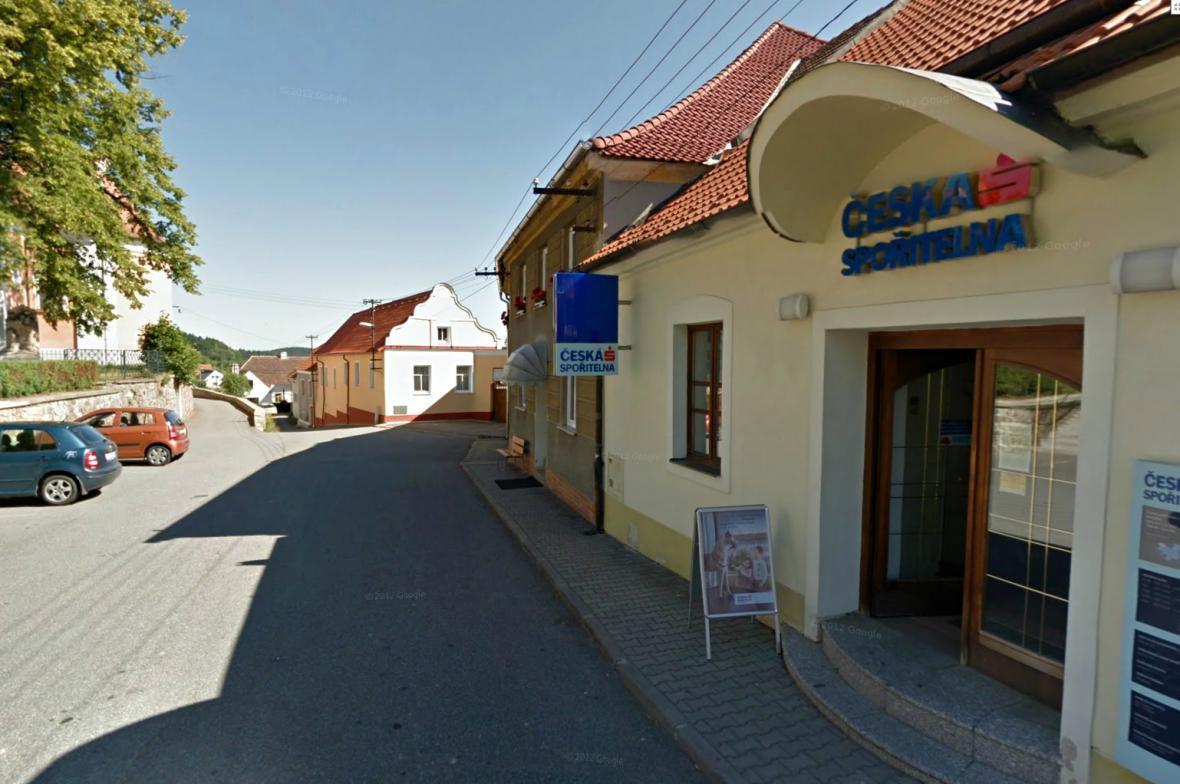 Česká spořitelna ve Lhenici