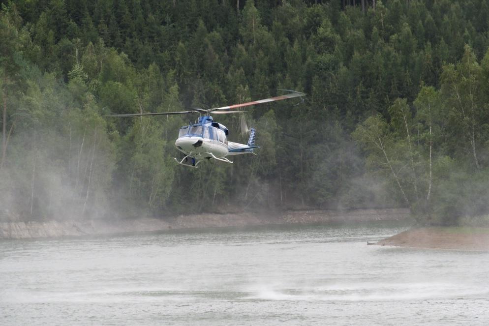 Po muži pátrá i vrtulník