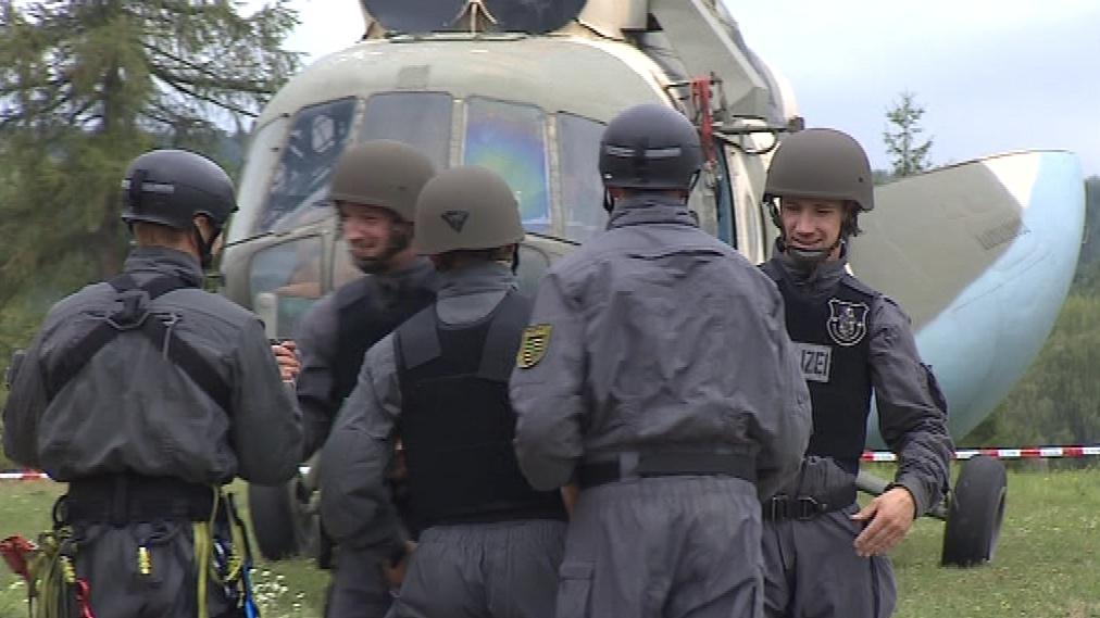 Policisté soutěží v sedmi disciplínách