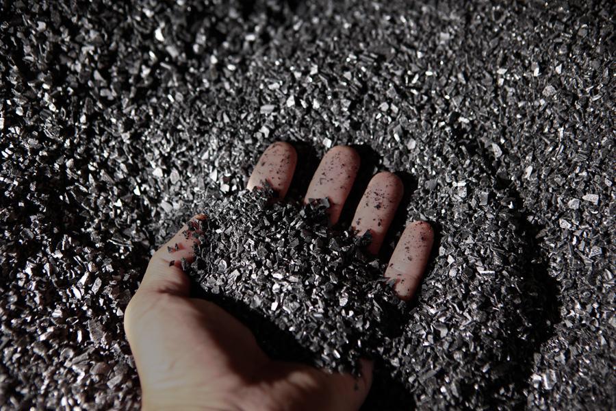 Vinyl černý jak saze - základ pro výrobu gramodesek