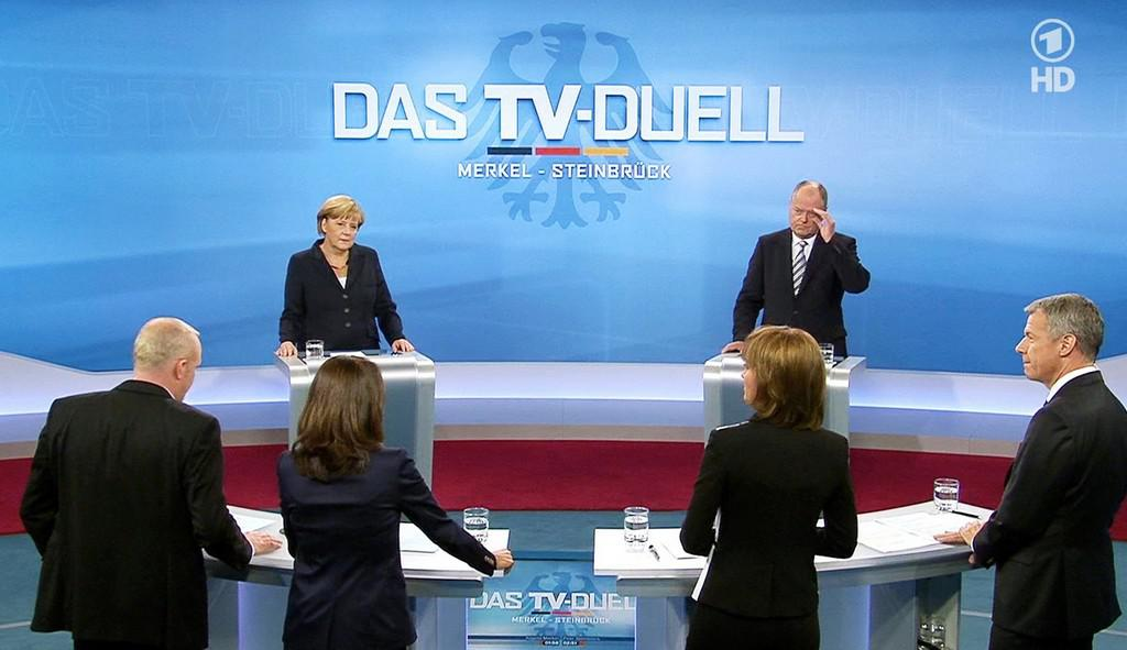 Angela Merkelová a Peer Steinbrück čelí otázkám novinářů