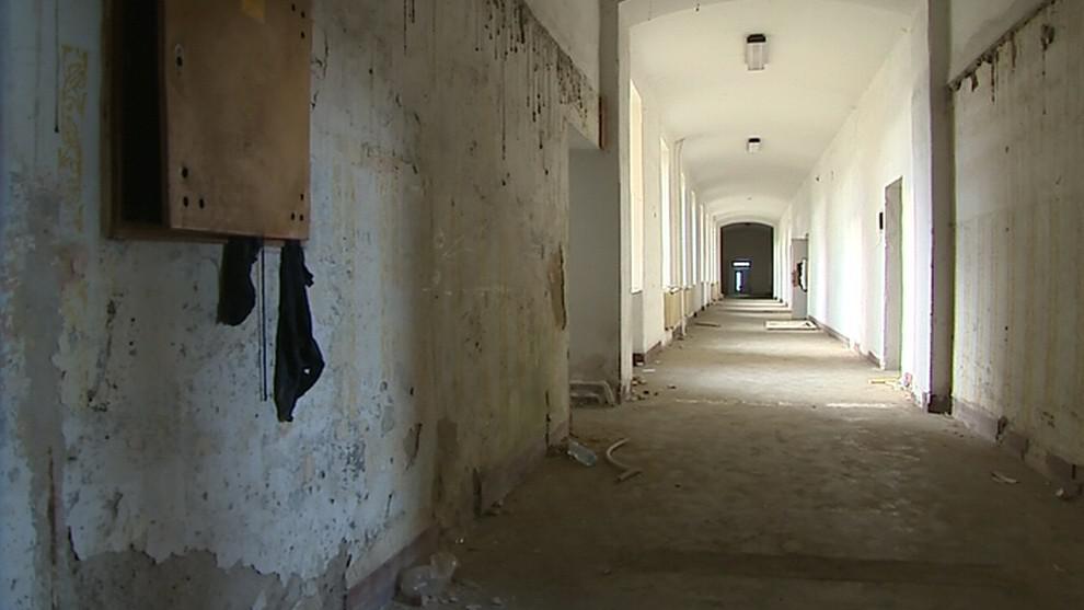 Prázdné chodby armádní budovy