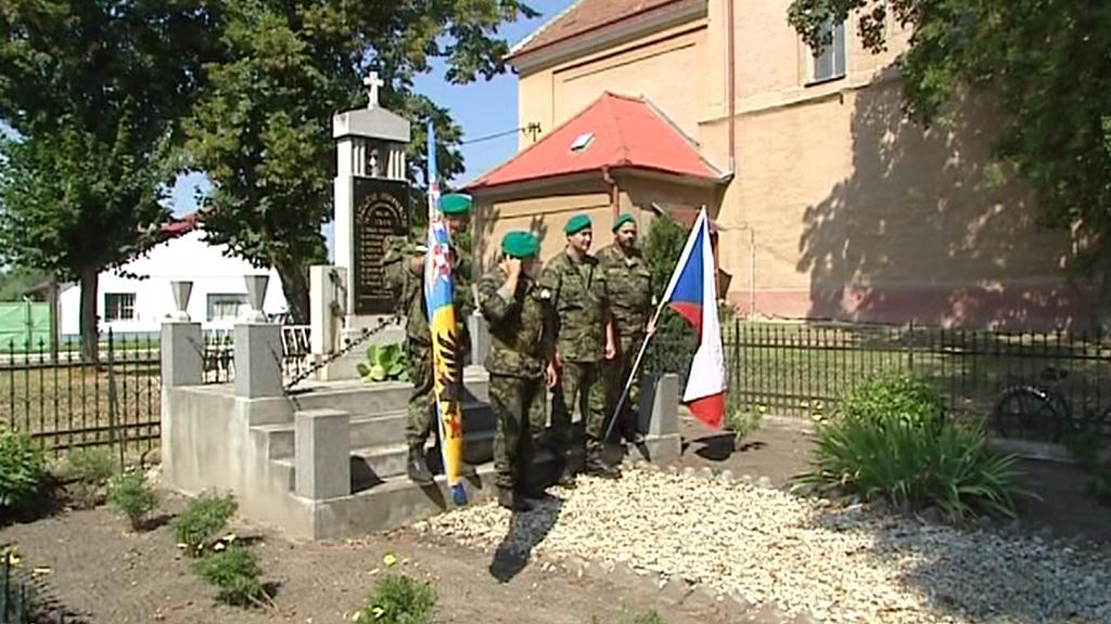 Památník v obci Bajč nedaleko Nových Zámků