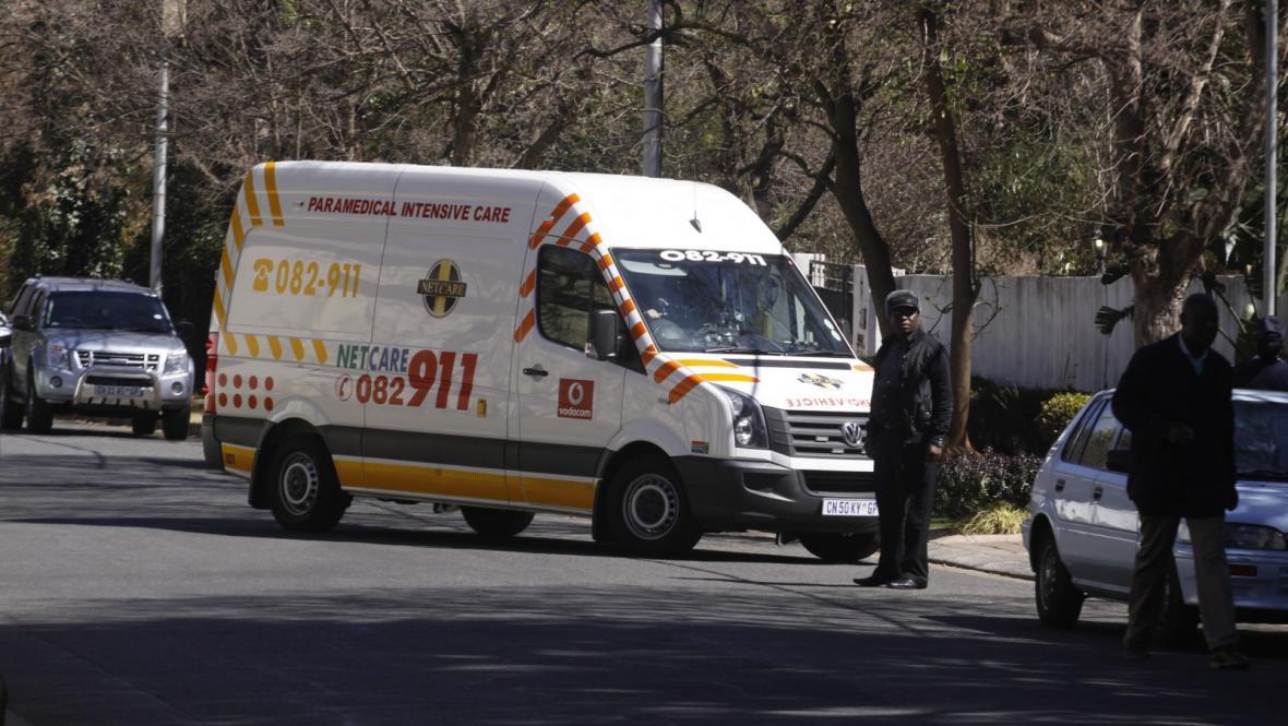 Převoz Nelsona Mandely z nemocnice