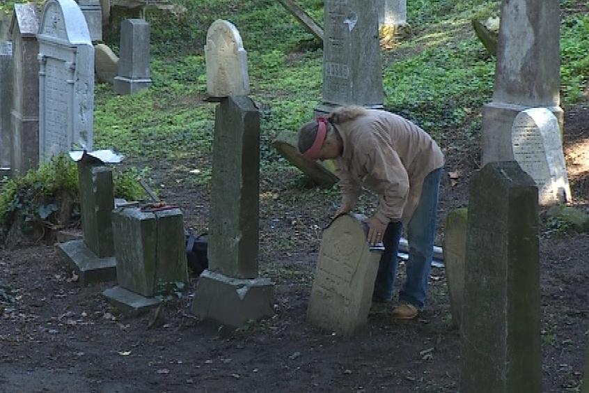 Rekonstrukce historických náhrobků v Břeclavi