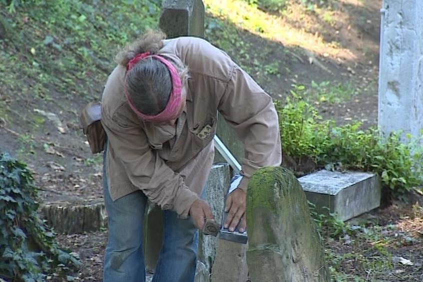Výzkum přinesl nové informace o nejstarších náhrobcích