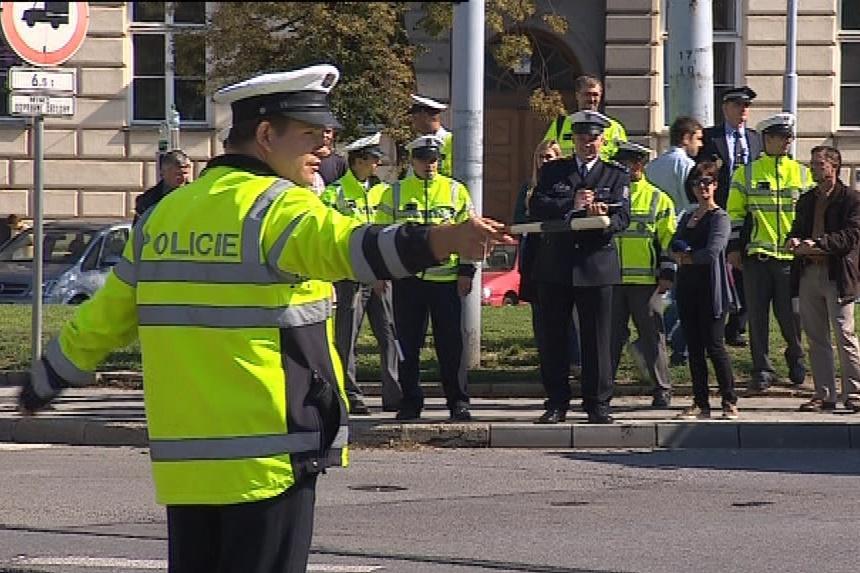 Policisté musí mít přehled o dění v křižovatce