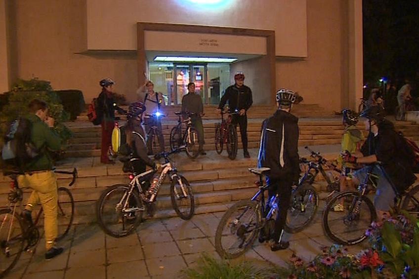 Cyklisté vyrazili od Domu umění ve 21 hodin