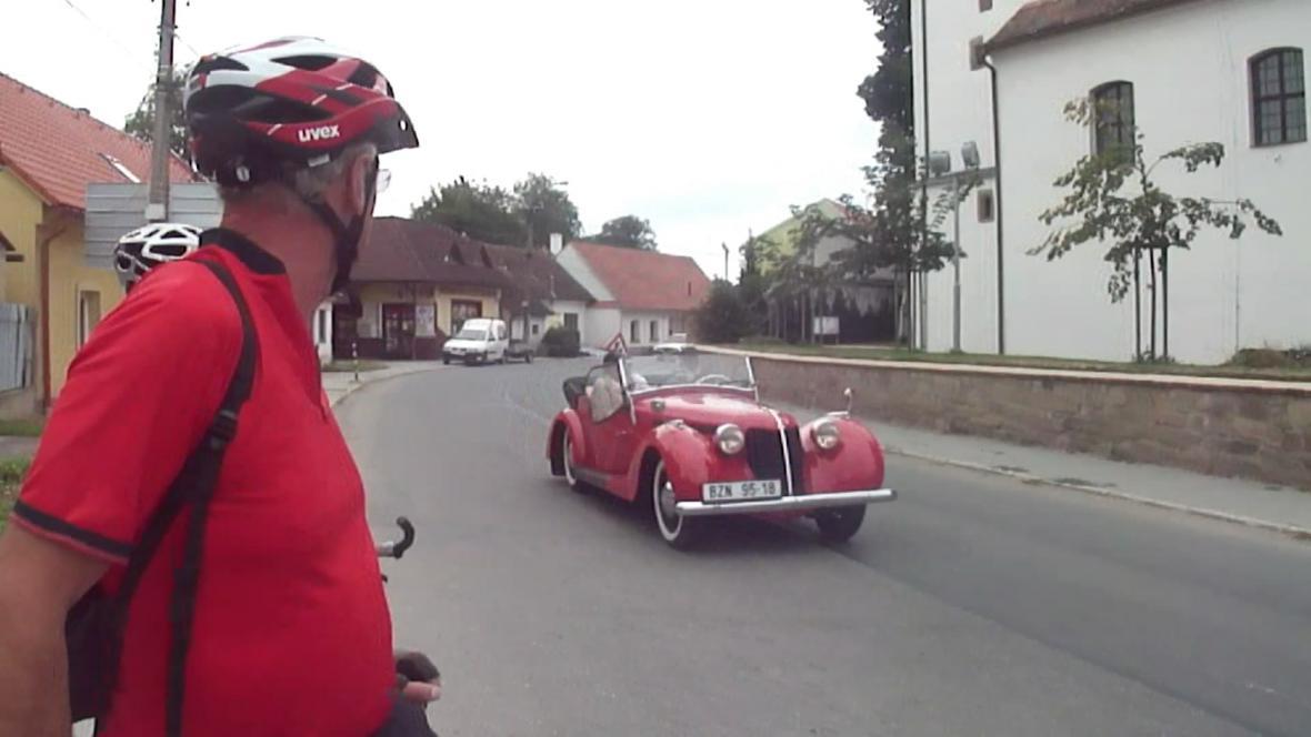 Spanilá jízda historických vozidel v Uníně