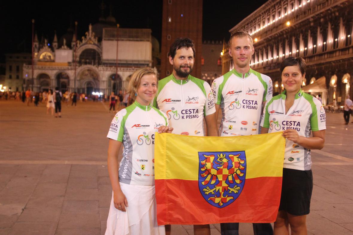 Cyklopoutníci na náměstí sv. Marka v Benátkách