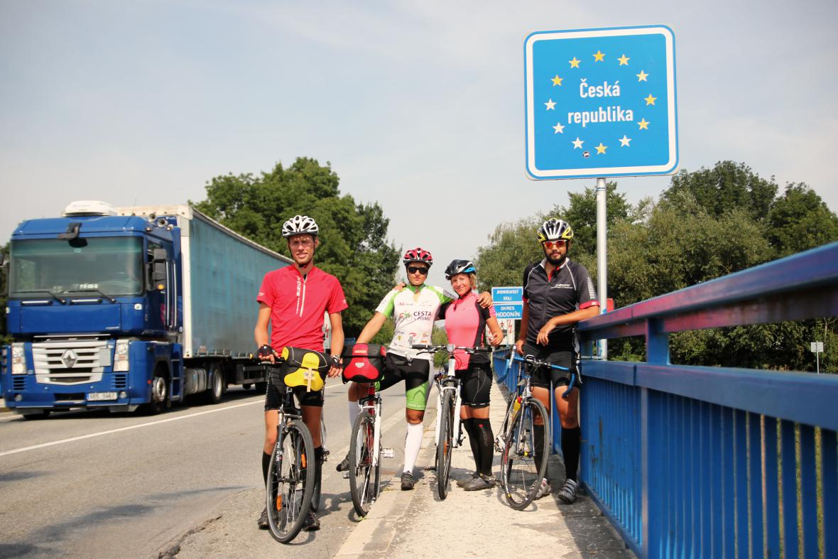 Cyklisté na českých hranicích