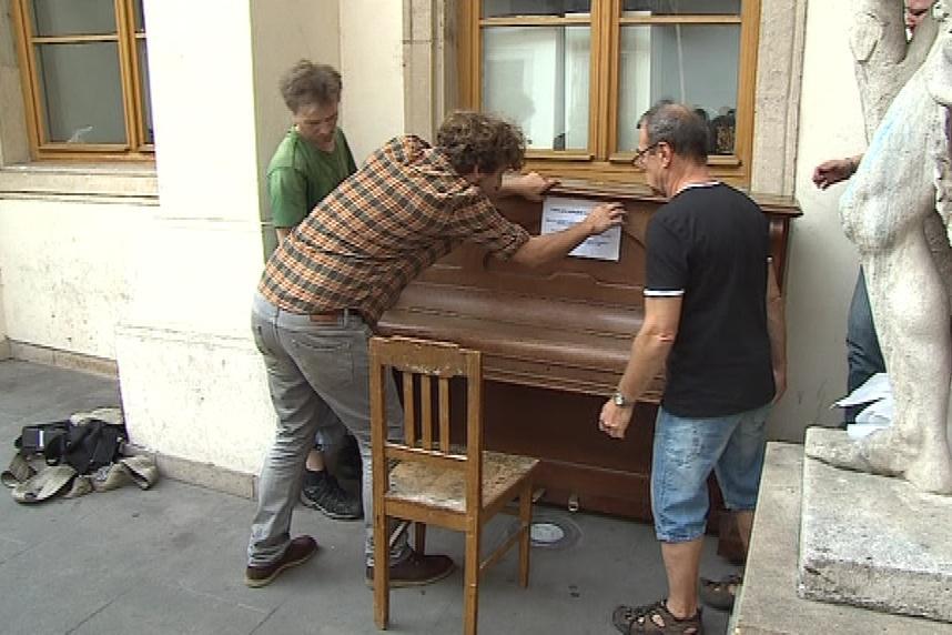 První klavír přijel do Brna