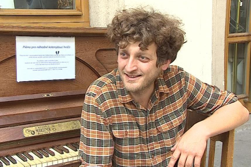 Klavír do Brna přivezl kavárník Ondřej Kobza
