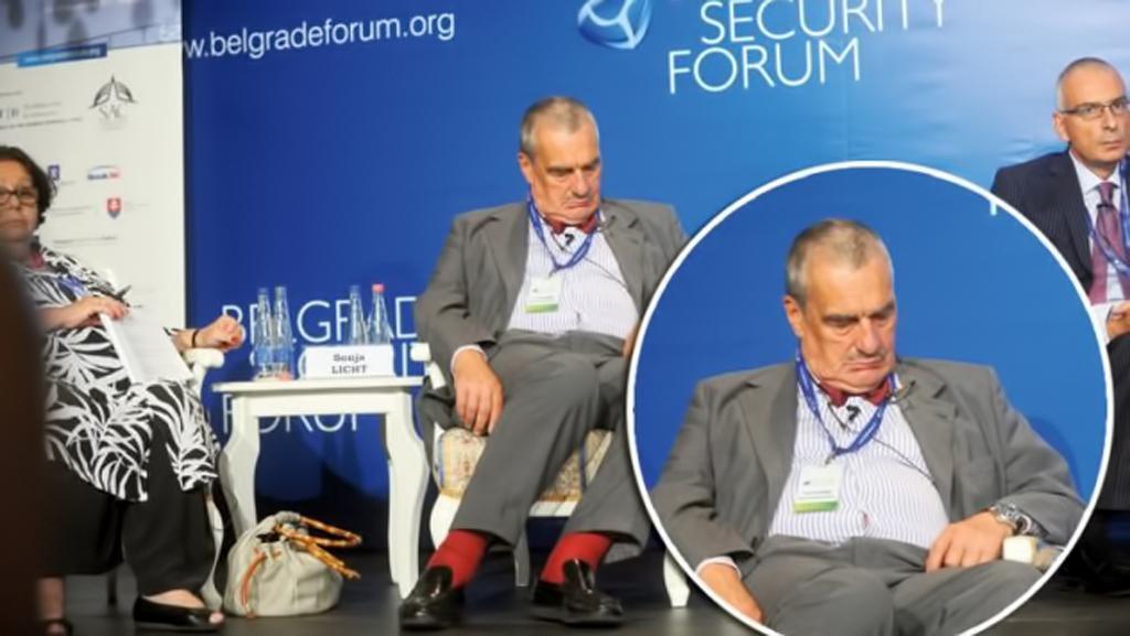 Karel Schwarzenberg spí na Bělehradském bezpečnostním fóru