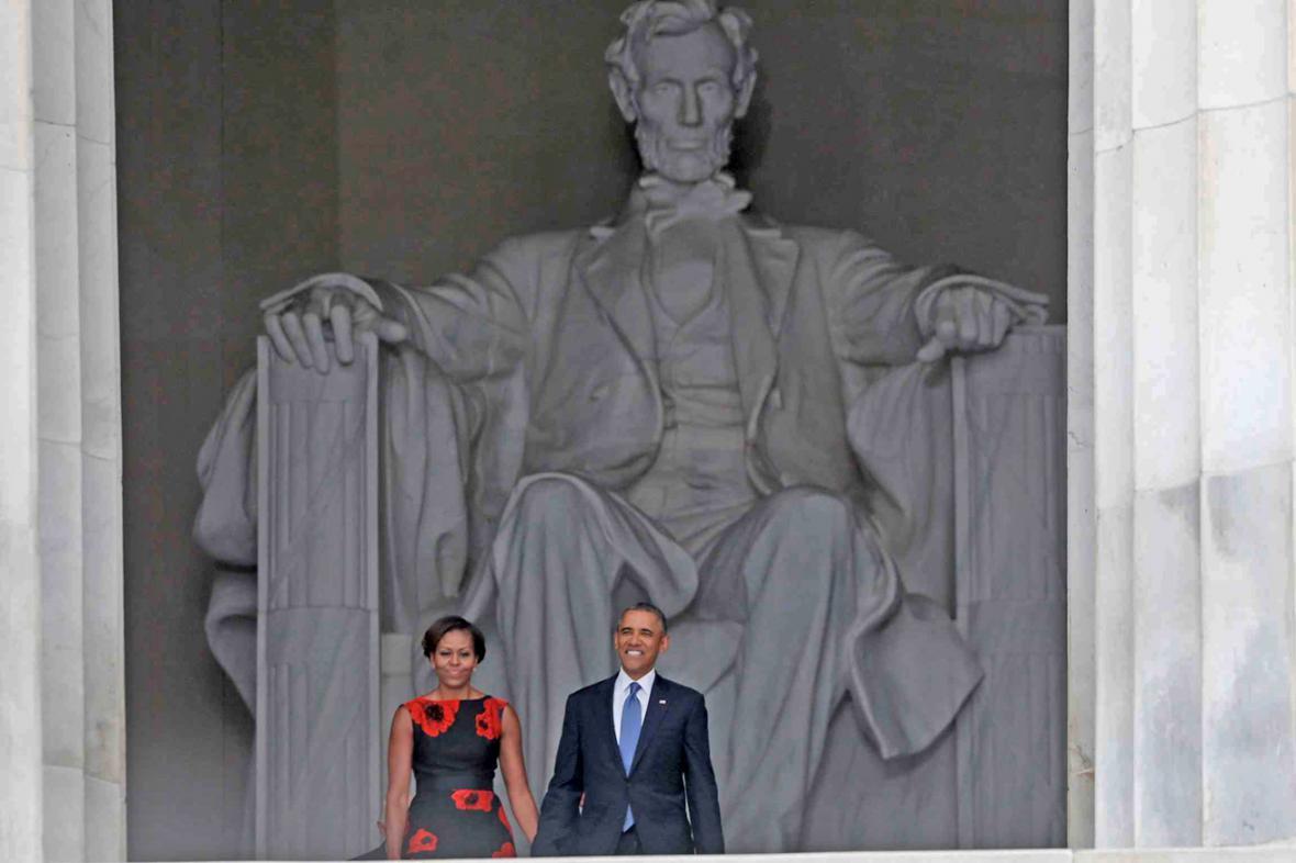 Barack a Michelle Obamovi u Lincolnova památníku