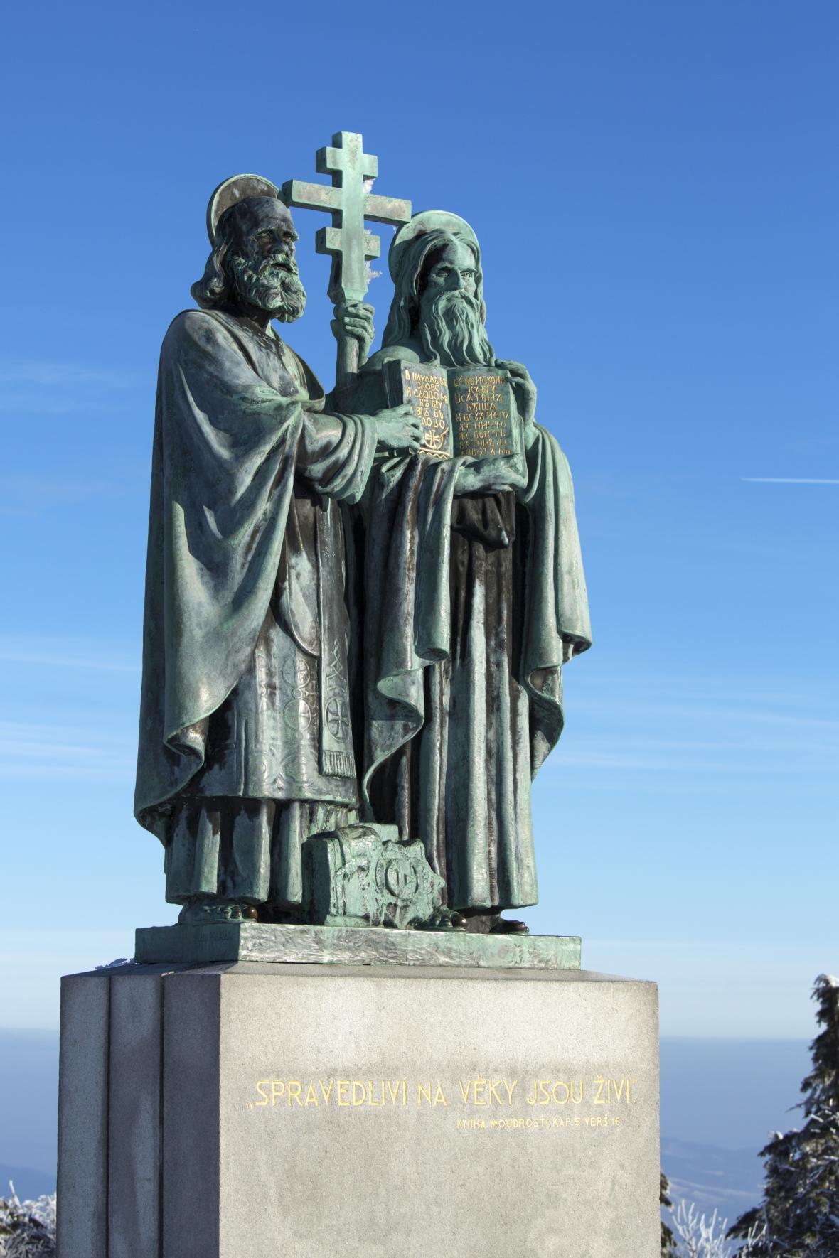 Socha Cyrila a Metoděje na Radhošti v Beskydech