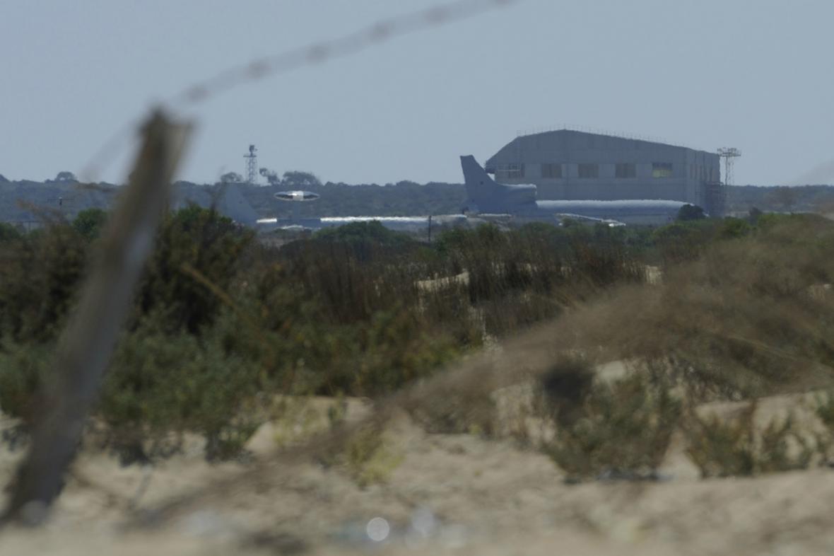 Britské vojenské letadlo na letecké základně na Kypru
