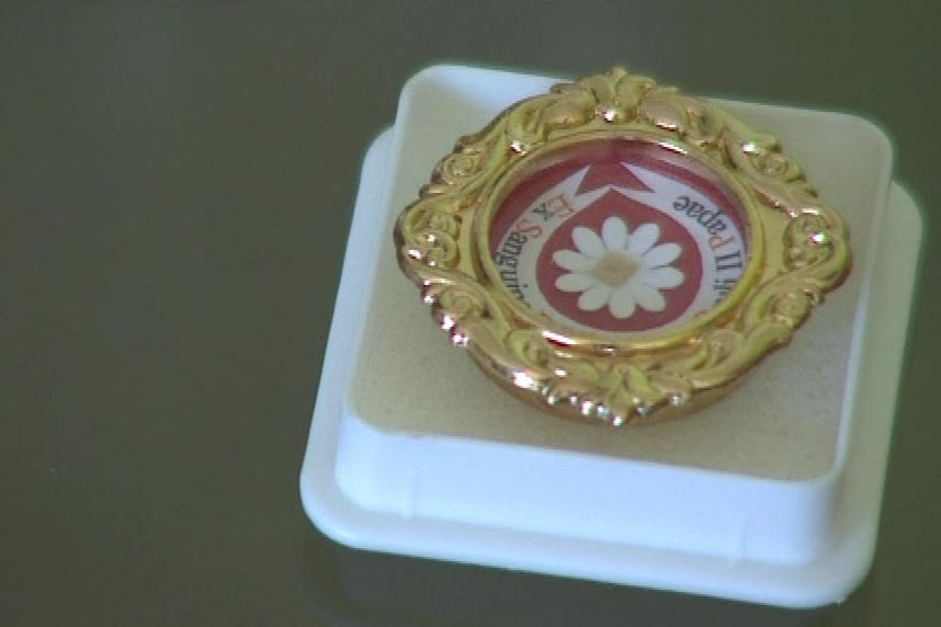 Relikvie obsahuje kapku krve papeže Jana Pavla II.