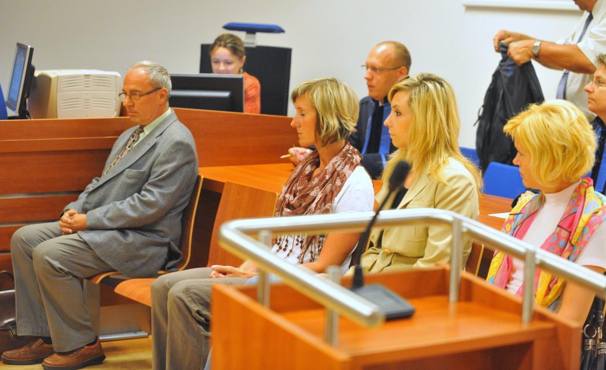 Na snímku zleva chirurg Aleš Soukal, Lenka Šicová, Dana Staňková a Romana Hanušová