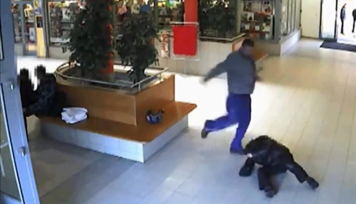 Záznam útoku z bezpečnostní kamery