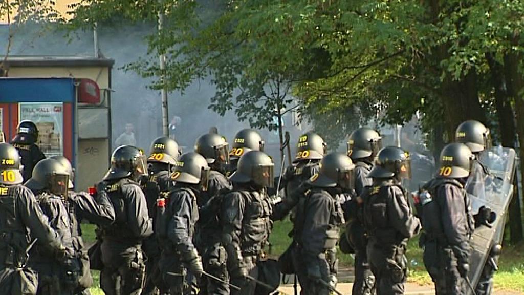 Policie zasahuje při protiromském pochodu v Ostravě