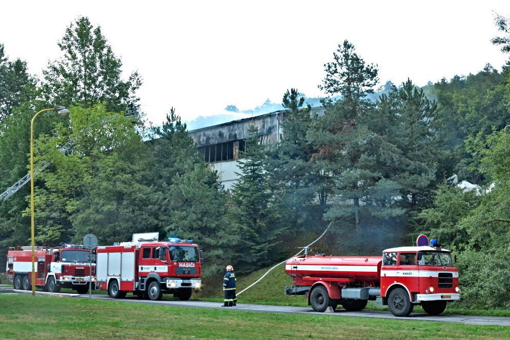 Na místě bylo třináct jednotek hasičů