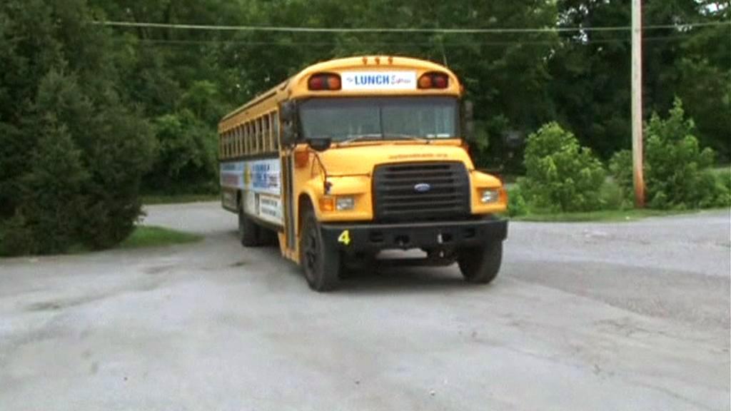 Autobus s jídlem pro chudé americké děti