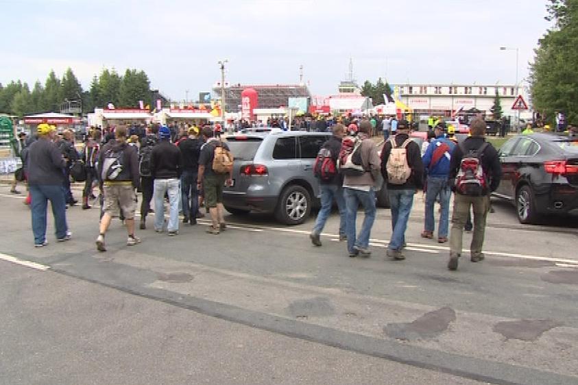 Závody přilákaly na okruh desítky tisíc lidí