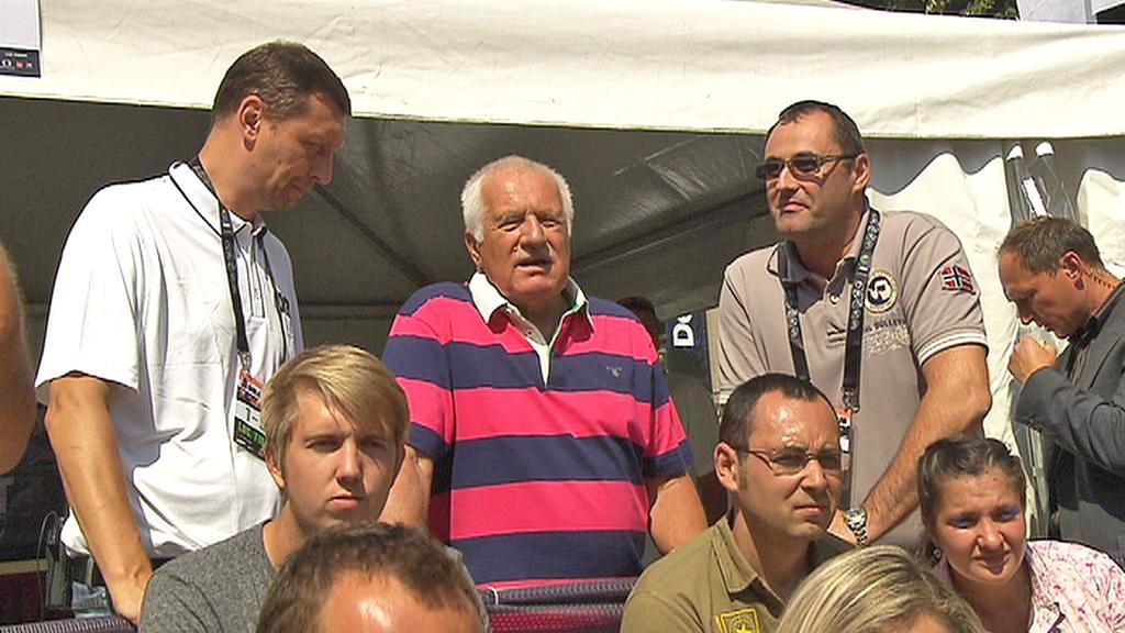 Václav Klaus a Boris Šťastný na basketbalovém turnaji 3x3