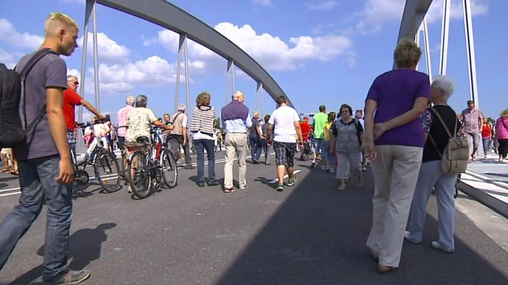 Otevření kontroverzního mostu v Drážďanech