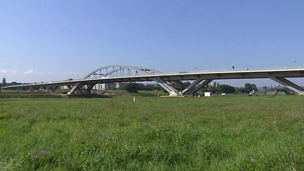 Kontroverzní most v Drážďanech