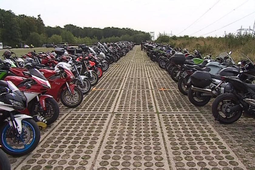 V sobotu parkovalo u okruhu 1 700 motorek