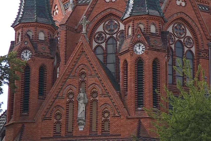 Kaple je zmenšeninou kostela Navštívení Panny Marie v Poštorné