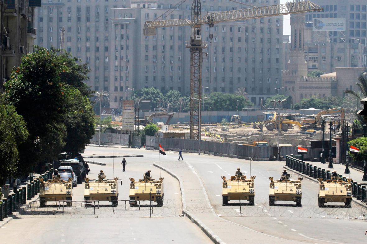 Egyptská armáda hlídá káhirské náměstí Tahrír